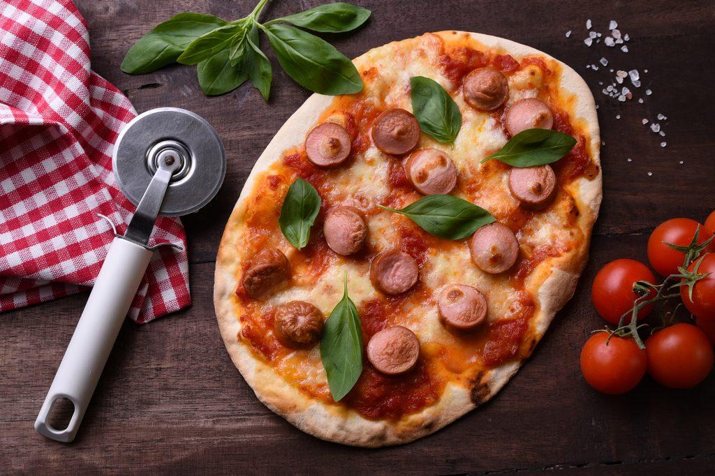 Пица Маргарита с кренвирши Аз ям!